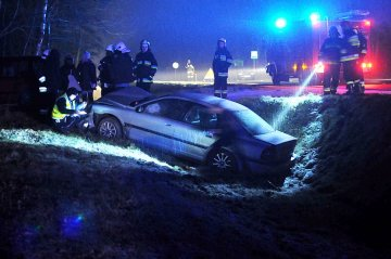 Celestyny: Volvo wyl�dowa�o w rowie