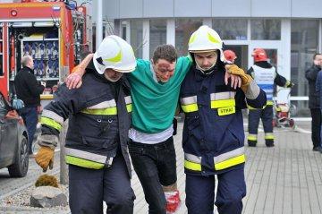 Stra�acy ratowali ofiary wybuchu w Inkubatorze